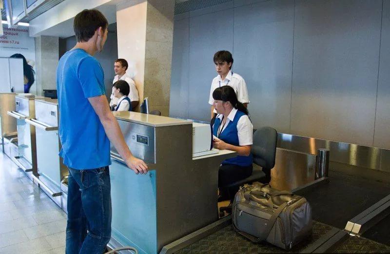 ris.-3.-registracija-bagazha-v-aeroportu.jpg