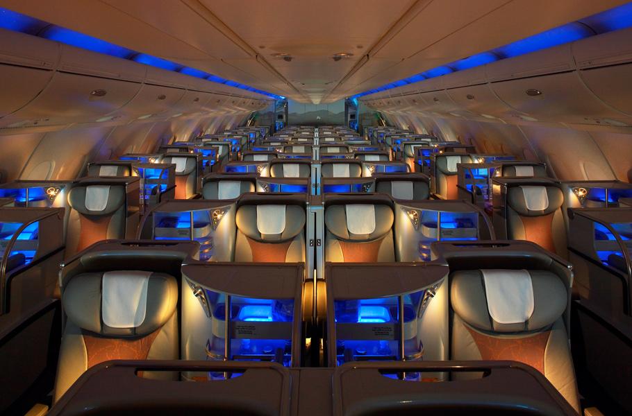 ris.-4-salon-samoleta-emirates.jpg